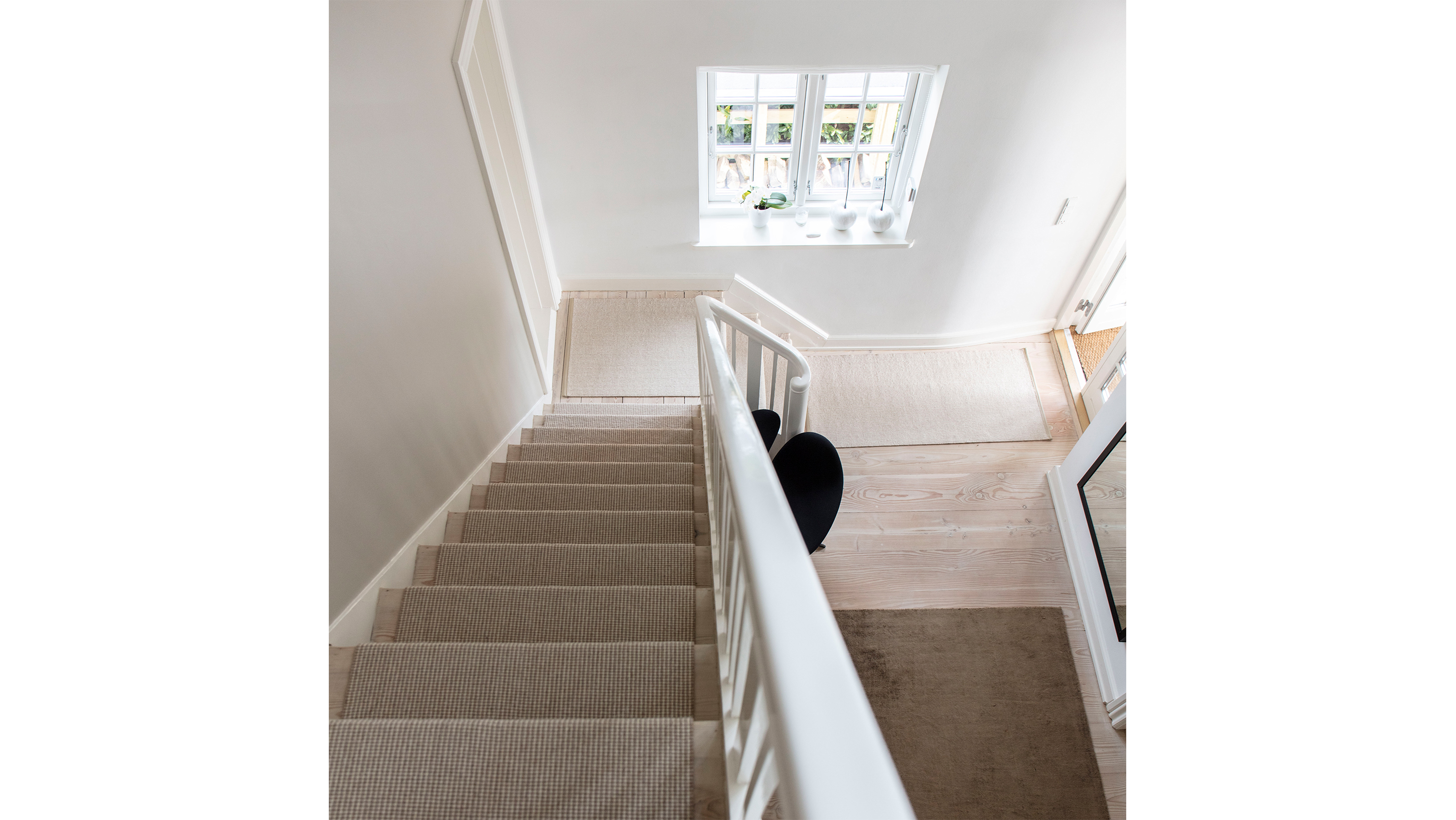 Picture of: A Sisal Runner On The Stairs Protects The Stairs And Is Elegant