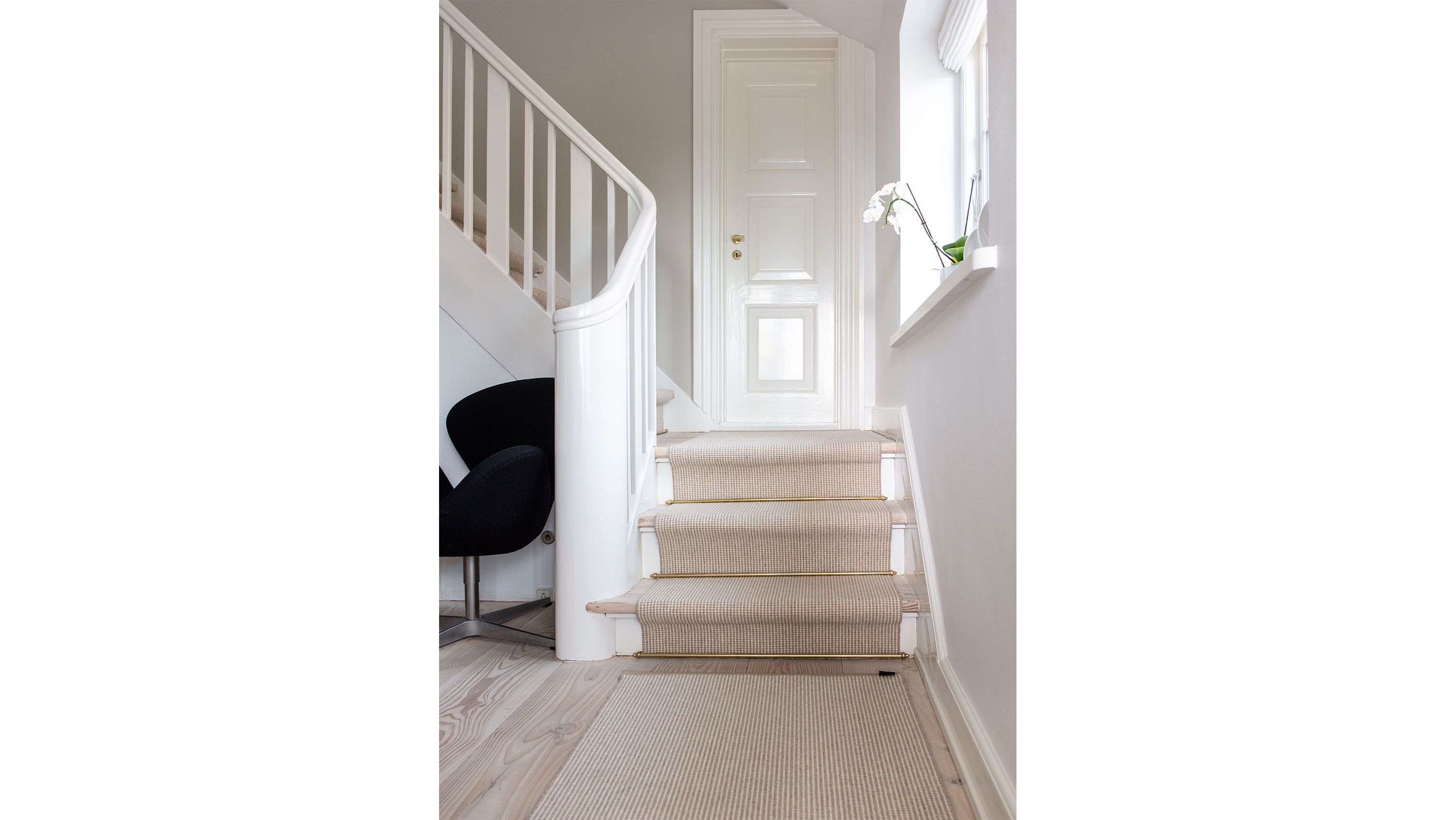 A Sisal Runner On The Stairs Protects The Stairs And Is Elegant